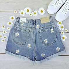 Embroidery jeans daisy 56 ideas - Embroidery jeans daisy 56 ideas Source by flyinghigheb - Painted Shorts, Painted Jeans, Painted Clothes, Diy Clothes Paint, Hand Painted, Diy Jeans, Diy Shorts, Blue Shorts, Fashion Week