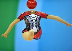Lol this rhythmic gymnast is doing a leap with her head back