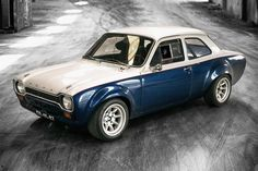 Introduced in the UK at the end of the Ford Escort Mark 1 isn't what you expect when you think of the modern Escort series. This 1974 Ford Escort provides a glimpse into the past, when Mark Escort Mk1, Ford Escort, Ford Rs, Car Ford, Mercedes Benz 300, Retro Cars, Vintage Cars, Cool Vintage, Carros Vintage
