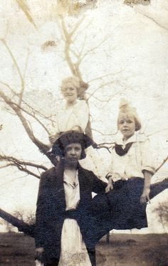 Barb's Family Stories: WORDLESS WEDNESDAY: These Girls are Sitting Pretty