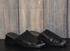 Women's Size 8 TROTTERS Black Leather Basket Weave Slip-On Wedge Mules Sandals #Trotters #Mules