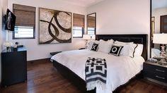 schlafzimmer schwarz weiß holzboden bambus fensterrollos