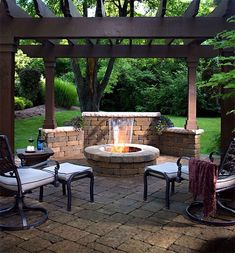 Pergola with fire pit. I love the wall behind the pit. The pavers bring it all together and makes it look like a cozy room. Pergola with fire pit. Pergola Patio, Backyard Patio, Backyard Landscaping, Backyard Fireplace, Corner Pergola, Fireplace Ideas, Fireplace Design, Pergola Screens, Backyard Waterfalls