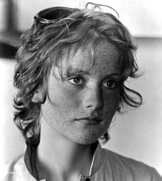 Isabelle Huppert on the set of 'Rosebud', Isabelle Huppert, Michael Haneke, French Actress, French Girls, Pale Skin, Vintage Glamour, Freckles, Redheads, Actors & Actresses