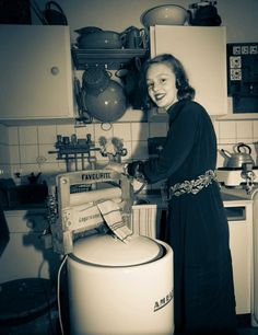 +~+~ Vintage Photograph ~+~+ and I thought doing laundry was a pain. At least my washer has a spin cycle! Vintage Pictures, Old Pictures, Old Photos, Vintage Laundry, Vintage Kitchen, Fee Du Logis, Vintage Housewife, Vintage Appliances, The Good Old Days