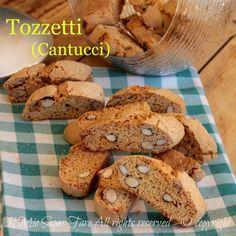 Cantucci tozzetti di zia Maria ricetta facile e infallibile.Chiamati anche biscotti di Prato, si gustano con il vin santo.Idea golosa per i regali di Natale
