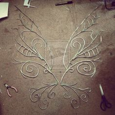 24 DIY Fairy, Dragon, And Butterfly Wings For Kids This flügel is no moglichkeit for children should the moglichkeit have to play 24 DIY Fee, Drache und Schmetterlingsflügel für Kinder Cosplay Tutorial, Cosplay Diy, Fairy Cosplay, Fairy Costume Diy, Fairy Costumes For Kids, How To Make Frames, Fantasias Halloween, Wire Crafts, Butterfly Wings
