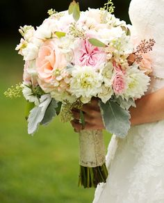 Fresh, white, peach and pink bouquet | Cedarwood Weddings