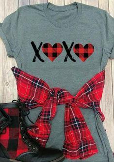 This valentine's shirt is so cute! Cute Tshirts, Cool Shirts, T Shirt Picture, Buffalo Plaid Shirt, Valentines Day Shirts, Valentine Ideas, Retro Girls, Vinyl Shirts, Personalized T Shirts