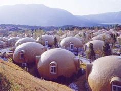 Styrofoam Dome Home. Made by Japan Dome House. Unusual Buildings, Interesting Buildings, Amazing Buildings, Earthquake Proof Buildings, Foam Dome, Architecture Organique, Crazy Houses, Houses Sold, Ludwig Mies Van Der Rohe