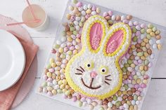 It's time to hop to the kitchen and get baking - there's no excuse with this super easy bunny cake! Even the kids can do this one, and it's great for beginners to piping to practice their skills.