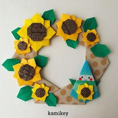 """786 curtidas, 22 comentários - カミキィ 🇯🇵(kamikey) (@kamikey_origami) no Instagram: """"ちょっと出遅れましたが「ひまわり」できました!花びら部分は一枚で折れます。小さめに出来上がるので、ハガキなどカードに貼るのに向いています。(ハガキに貼る場合は封筒に入れて送って下さいね) 🌻…"""""""