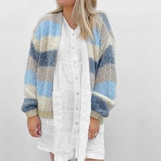 Knit Fashion, Knit Cardigan, Tunic Tops, Rainbow, Knitting, Jeans, Hand Crafts, Sweaters, Rain Bow