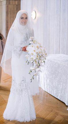 If we go for traditional Muslimah Wedding Dress, Muslim Wedding Dresses, Hijab Bride, Muslim Brides, Dream Wedding Dresses, Bridesmaid Dresses, Wedding Hijab Styles, Simple Wedding Gowns, Minimalist Wedding Dresses