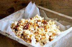 Salted Maple Pecan Caramel Corn - Alaska from Scratch Caramel Corn Recipes, Popcorn Recipes, Snack Recipes, Dessert Recipes, Cooking Recipes, Party Recipes, Caramel Apples, Desserts, Tasty Chocolate Cake