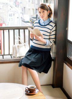 【着まわしday2】ボーダーニット×ブルーシャツ×黒スカート   ファッション コーディネート   with online on ウーマンエキサイト Asian Books, Girl Reading, Book Girl, Asian Style, Japanese Fashion, Work Wear, Asian Girl, Fashion Models, Leather Skirt