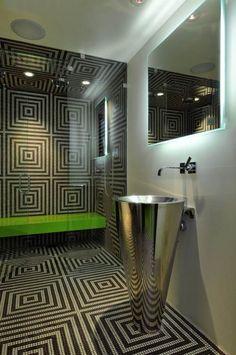 design-salle-bains-colonne-lavabo-métal-déco-motifs
