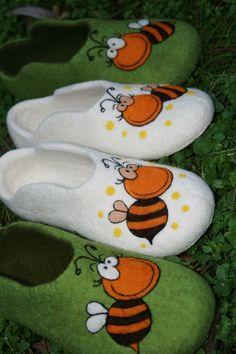 """Обувь ручной работы. Ярмарка Мастеров - ручная работа. Купить Тапочки женские """"Пчелка2"""". Handmade. Тапочки, обувь для дома"""
