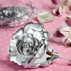 These realistic rose design mirror compacts are useful favors with fashionable floral flair We think it's easy to see why mirror compacts make great favors. They're undeniably useful and uniquely feminine little keepsakes that really make a statement. And, when you add in the dramatic rose [...]