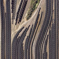 20photographs which show just how amazing our world is--------Trains carrying coal, Virginia, USA.