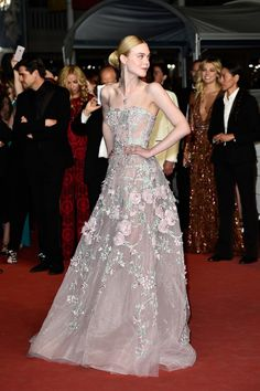 Elle-Fanning-Cannes-Film-Festival-2016-Red-Carpet-Fashion-Chanel-Zuhair-Murad-Couture-Tom-Lorenzo-Site (6)