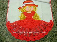 Boneca Pintada com Vestido de Crochê Vermelho