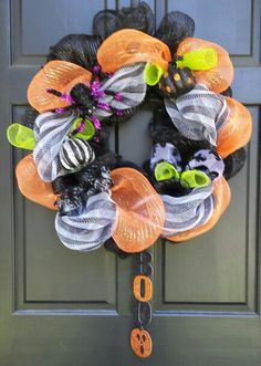 Haloween Wreath. This is the first wreath I have ever made :)