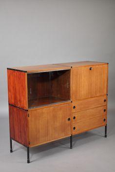 Buffet+modulable+datant+des+années+1950,+avec+structure+en+teck+et+piétement+en+métal.+Il+appartient+à+un+système+de+meubles+conçu+dans+les+années+50+par+Pierre+Guariche,+Joseph...