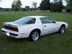 White 1988 Pontiac Firebird Formula 350.  I had one just like this.  Traded it on a new Trans Am...