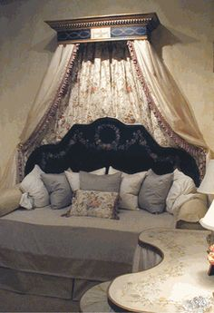 <b><p>Bed Crowns & Canopies</b></p> |Blue Creek Home