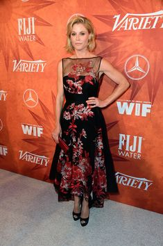 Julie Bowen in Lela Rose
