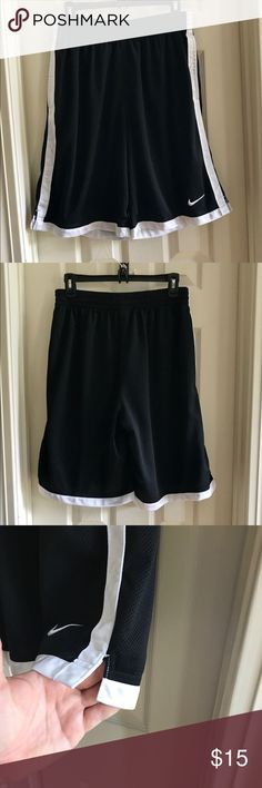 ♨️JUST IN♨️ ✔️Nike Basketball Shorts No underlining. Bought that way. Has pockets on each side. Nike Shorts Athletic