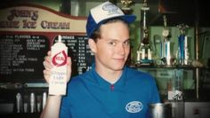 Can Mark Hoppus take your order? Blink 182 Members, Tom Delonge, Fly On The Wall, Dope Music, Band Photos, Green Day, Music Bands, Good People, Punk Rock