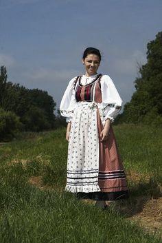 Mezőségi viselet - Erdély Folk Costume, Costumes, Hungarian Embroidery, Folk Dance, Historical Costume, People Of The World, Embroidery Patterns, Kimono Top, Boho