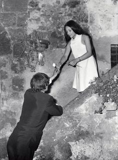 Olivia Hussey and Leonard Whiting rehearsing the balcony scene in Romeo and Juliet