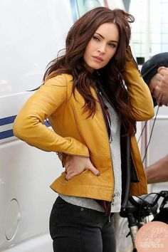 I love megan's look in this movie.. chic and stylish ... yet laid back... love this mustard jacket sooo much. and she is beautiful as always.