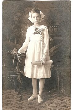 +~+~ Antique Photograph ~+~+   Early 1900s portrait of a young girl on her confirmation.