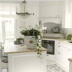 New post on cabinet-design-ballyhoo Kitchen Redo, Kitchen Remodel, Kitchen Design, Dream Home Design, House Design, Corner Stove, Norwegian House, Shabby, Vintage Interiors