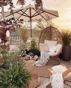 Incredible Dreamy Bohemian Garden Design Thoughts - Another! Style At Home, Outdoor Spaces, Outdoor Living, Outdoor Decor, Terrace Design, Garden Design, Patio Design, Boho Home, Home Fashion