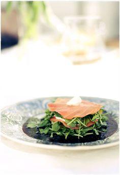 Kesän gourmein kalapala: graavilohta ja mascarponea  viikunabalsamicon ja rucolan kera