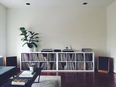 Home studio music ikea record storage ideas Vinyl Storage, Lp Storage, Home Studio Musik, Vinyl Room, Audio Room, Home And Living, Living Room, Room Decor, Vinyls