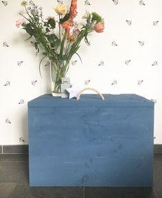LoveYouMore Speelgoedkist van steigerhout in een stoere jeansblauwe kleur