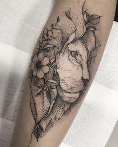 Tatuagem criada por Max Castro de Brasília.  Leão com flores na juba.