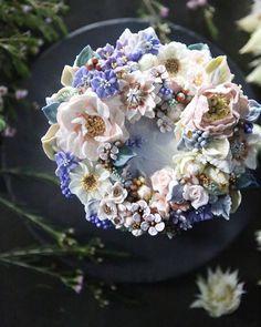 ㅡ ▫️▪️Ecstasy soo ▪️▫️ ㅡ 난색계열과 보라색계열의 밝고 맑은 색들의 조합 기분좋아지는 컬러들 ㅡ  #flower #cake #flowercake #partycake #birthday #weddingcake #buttercreamcake #buttercream #designcake #soocake #플라워케익 #수케이크 #꽃스타그램 #버터크림플라워케이크 #베이킹클래스 #플라워케익클래스 #생일케익 #수케이크 #레드 #작약 #세루리아  www.soocake.com vkscl_energy@naver.com
