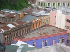 Mirada desde pasaje Dimalow, cerro Alegre, Valparaíso, Chile. www.demirar.cl
