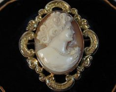 9CT gold shell cameo brooch.
