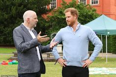 Prince Harry leaves self-isolation after five days in quarantine at Frogmore Cottage Prince William And Harry, Prince Harry And Meghan, Diana Statue, Royal Uk, Ed Sheeran, Duke And Duchess, British Royals, Celebrities, Mens Tops