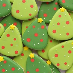 Oh, Christmas tree, Oh Christmas tree... #sweetsugarbelle #decoratedcookies #cookiedecorating #christmas #christmascookies