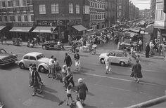 May 1964. Corner Ten Katestraat and Kinkerstraat in Oud-West. In the Ten Katestraat the Ten Kate market. #amsterdam #1964