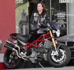 Alanis Morrisette. Ducati Monster s4r.